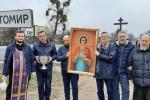Духовна боротьба проти епідемії, день шостий: місто Житомир об'їхали з іконою цілителя Пантелеймона!